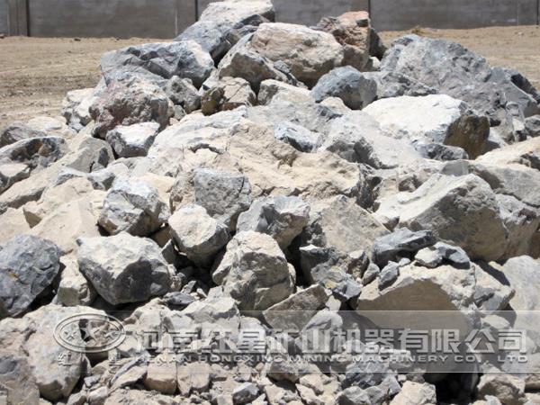首页 新闻中心 产品知识 > 石灰石磨粉设备     石灰石的加工一般需要